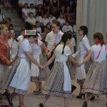 Néptáncok, népdalcsokrok, népi játékok a táncgálán