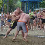 Remek hangulatú strandbirkózás a szentesi Tiszán