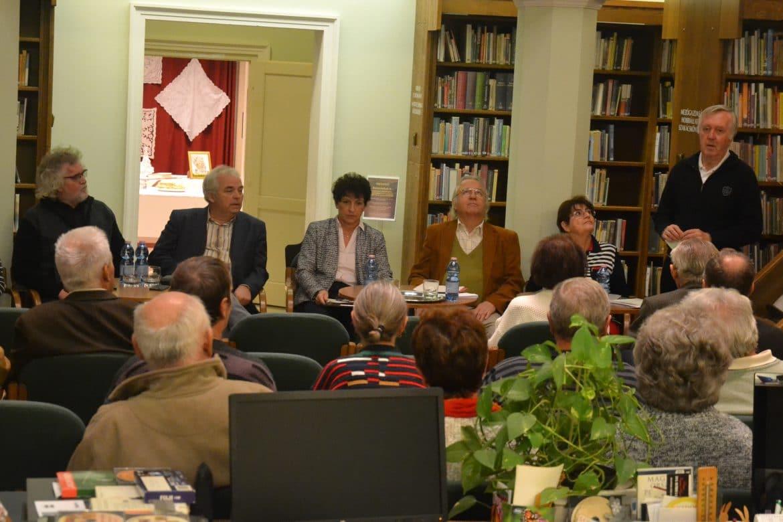 A Szentesi Városi Könyvtárban november 22-én felolvasó estet rendeztek ma  már klasszikus magyar szerzők műveiből. 57a7b4f764
